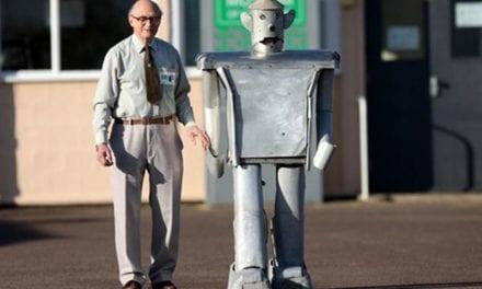 """""""IO, ROBOT"""" DI EANDO BINDER"""