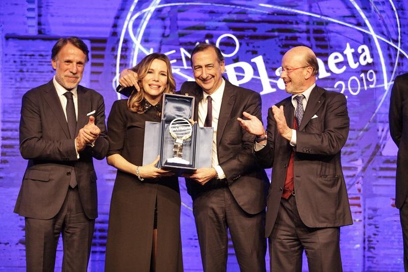 Premio DeA: il sindaco di Milano Sala premia la vincitrice
