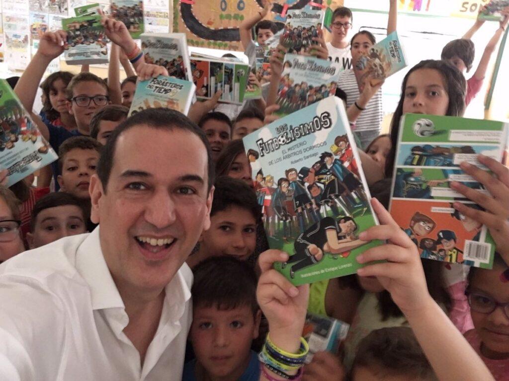 Los Forasteros del Tiempo, Roberto Santiago